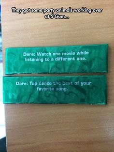 5 Gum Likes To Party Hard - #Funny #Pic - funny pics, Hilarious Pic, Random Funny Pic