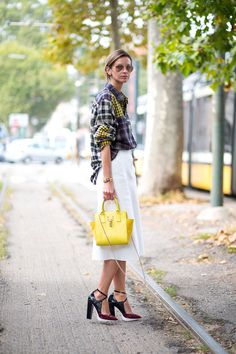 How perfect is this punchy yellow bag?!