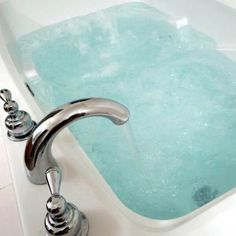 Detox Bath - Add 2 cups Epsom Salt to a very hot bath (as hot as you can stand it). Add 1 cup Baking Soda to unfiltered bathwater. Soak for 20 min. And shower in cool water. No perfumed lotions or soap after detoxing. No eating before or after detox bath Health And Beauty Tips, Health And Wellness, Health Tips, Health Benefits, Health Fitness, Beauty Secrets, Diy Beauty, Beauty Hacks, Homemade Beauty