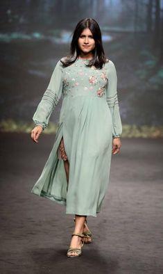Discount Plus Size Women S Clothing Code: 8025454192 Kids Fashion Wear, India Fashion Week, Lakme Fashion Week, Curvy Fashion, Asian Fashion, Plus Size Fashion, Style Fashion, Fat Fashion, Anarkali