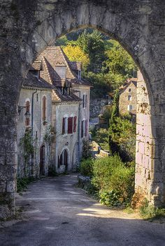15th Century medieval Saint-Cirq Lapopie Village in the Lot Valley, France