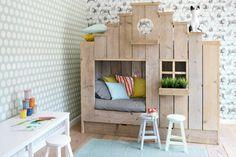 schlafecke im kinderzimmer haus-design-rustikal-tapete-schreibtisch-weiss