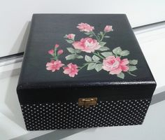 Decoupage Vintage, Decoupage Wood, Diy Trinket Box, Fun Diy Crafts, Paper Crafts, Cigar Box Crafts, Shabby Chic Crafts, Pretty Box, Jewellery Boxes