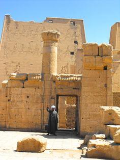 Templo Edfu, un amigo que dice adiós, mayo 2012