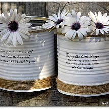 up cycled painted tin cans, crafts, repurposing upcycling Painted Tin Cans, Paint Cans, Recycle Cans, Diy Recycle, Diy Craft Projects, Diy Crafts, Twine Crafts, Decoupage Tins, Tin Can Art