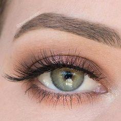 Bronzey Makeup Look for Green Eyes
