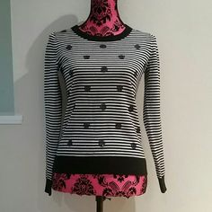 Banana Republic striped sweater Very nice Banana Republic long sleeve black and white striped sweater with shinny designs.  Size XS Banana Republic Sweaters Crew & Scoop Necks
