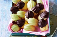 Make mum feel special this Mothers' Day with these deliciously-delicate dark chocolate & lime madeleines. See more baking recipes at Tesco Real Food. Chocolate Madeleine Recipe, Baking Recipes, Dessert Recipes, Breakfast Recipes, Jaffa Cake, Tesco Real Food, Salty Cake, Edible Gifts, Home Baking
