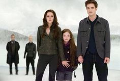 Find images and videos about kristen stewart, twilight and robert pattinson on We Heart It - the app to get lost in what you love. Twilight Renesmee, Twilight Saga Series, Twilight Breaking Dawn, Twilight Cast, Breaking Dawn Part 2, Twilight Pictures, Twilight Series, Twilight Movie, Bella Cullen