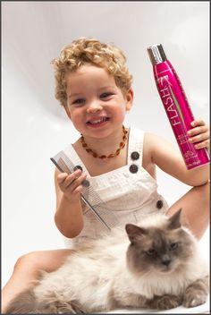 Artero Flash, aporta brillo extraordinario y un efecto sedoso para todo tipo de pelajes en gatos o perros.