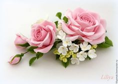 Купить или заказать Зажим для волос 'Розовый сад' в интернет-магазине на Ярмарке Мастеров. Композиция из роз, фрезии и сирени в нежной цветовой гамме, розы пастельного светло-розового цвета, между листочков спряталась жемчужина Сваровски. ----- Любовь и женственность – чаще всего берутся за основу при использовании розового цвета. ----- Все цветы и листочки полностью ручная работа.…