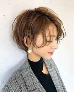 Short Hair Cuts, Short Hair Styles, 1930s Hair, Female Shorts, Coffee Break, Cut And Style, Makeup Inspo, Bob Hairstyles, Hair Makeup