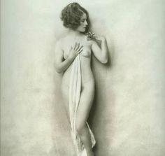 Actress Norma Shearer posing nude