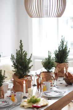 fabulous ideas for the perfect christmas table you must check! Christmas Table Settings, Christmas Tablescapes, Christmas Table Decorations, Decoration Table, Tree Decorations, Scandinavian Christmas, Rustic Christmas, Winter Christmas, Christmas Holidays