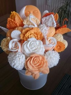 Soap Sculpture, Handmade Soap Packaging, Crepe Paper Flowers Tutorial, Soap Melt And Pour, Soap Gifts, Wax Tablet, Soap Carving, Rose Soap, Homemade Soap Recipes