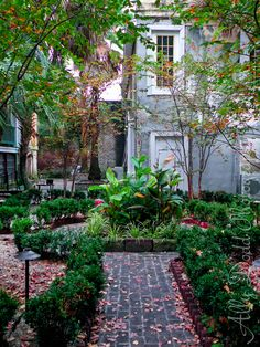 One of the many beautiful courtyards we'll see while walking through the shady streets of the historic district in Savannah. Absolutely gorgeous!  Sorrel Weed House #Savannah #NoBoysAllowed