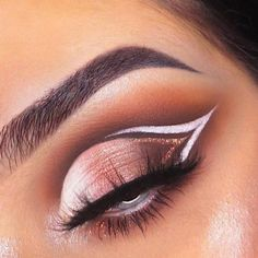 39 Top Rose Gold Makeup Ideas To Look Like A Goddess Gold makeup as well as pink makeup is really jazzy right now. Have you already tried this charming and trendy makeup look? Rose Gold Makeup Looks, Golden Makeup, Pink Makeup, Gorgeous Makeup, White Eyeliner Looks, Brown Eyeshadow Looks, White Eyeliner Makeup, Gold Eyeliner, Makeup Looks For Brown Eyes