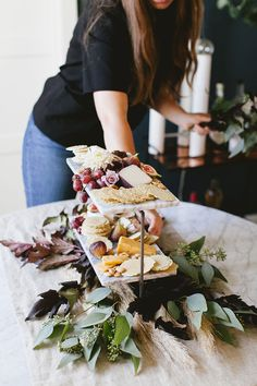 a non-traditional blush Thanksgiving centerpiece to show off a cheeseboard. made with seeded Heirloom Chrysanthemums, Pampas Grass, Seeded Eucalyptus, Privet Berries, Ninebark and Lavender Spray Roses. get the full #DIY on jojotastic.com