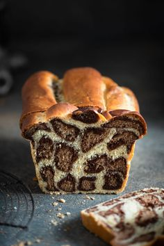 leopard Milk Bread is a soft milk bread recipe made with layers of chocolate flavored dough. A spotted bread recipe to add excitement to the kitchen. Soft Homemade Bread Recipe, Soft Milk Bread Recipe, Homemade Breads, Chocolate Orange, Chocolate Flavors, Mousse Au Chocolat Torte, Chocolate Wrapping, Banana Bread Recipes, How To Make Bread