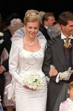 a gorgeous diamond and button pearl tiara, worn by Princess Marie Theodora zu Lowenstein-Wertheim-Freudenberg when she wed Count Palatine Manfredi della Gherardesca on 26 September 1998 Royal Wedding Gowns, Wedding Tiaras, Modest Wedding Gowns, Royal Weddings, Bridal Gowns, Thurn Und Taxis, Adele, Royal Tiaras, Royal Brides