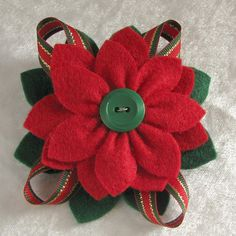 Christmas Felt Poinsettia Pin Red and Green Felt by dorothydesigns Christmas Poinsettia, Felt Christmas Ornaments, Christmas Ribbon, Christmas Sewing, Christmas Projects, Felt Crafts, Holiday Crafts, Felt Flowers, Fabric Flowers