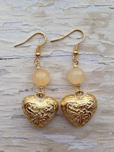 Orecchini pendenti color oro con pietra dura di agata gialla