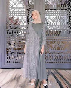 Model Kebaya Brokat Modern, Kebaya Modern Hijab, Dress Brokat Modern, Muslim Fashion, Modest Fashion, Hijab Fashion, Fashion Dresses, Dress Brokat Muslim, Dress Muslim Modern