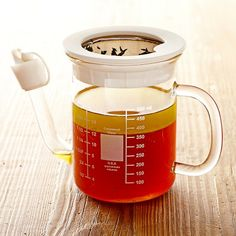 No Spill Gravy Separators #williamssonoma Love that it comes with a strainer option! Brilliant!