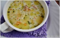 Supa de gulii Romanian Food, Cheeseburger Chowder, Supe, Drink, Cream, Kitchens, Essen, Beverage, Drinking