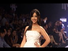 Yami Gautam's stunning ramp walk at IIJW 2014.