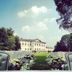 Matrimonio civile nel parco, fiori, villa