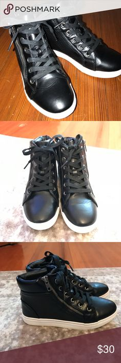 Steve Madden girls lace up high tops size 4 Steve Madden girls lace up high tops size 4  Euc Steve Madden Shoes Sneakers