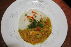 The Perfect Jamaican Curry Chicken- made this when family came over, and had to say aloud how much I liked it! Was asked for the recipe! A Food, Good Food, Yummy Food, Meat Recipes, Chicken Recipes, Meat Meals, Jamaican Curry Chicken, Chicken Curry, Jamaican Party