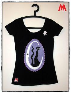 Camiseta estampada con gato mecido por la luna