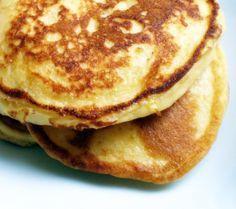 Esta receta de tortitas americanas es una de las mejores que he elaborado, en parte a su textura esponjosa, debido a las claras de huevo batidas a punto de nieve en vez de utilizar levadura química. Si quieres tener un auténtico desayuno americano puedes acompañar las tortitas con beicon crujient… Cooking Time, Cooking Recipes, Breakfast Recipes, Dessert Recipes, Desserts, Pancakes And Waffles, Fluffy Pancakes, Love Eat, Crepes