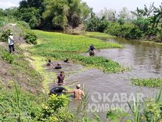 Antisipasi Banjir Koramil Kesamben Bersama Warga Bersihkan Sungai Sungai Persamaan Perahu