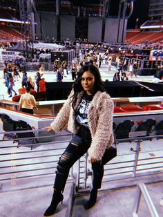 Concert outfit winter - levi stadium beyoncé me in 2019 Cute Flannel Outfits, Cute Outfits With Jeans, Cute Teen Outfits, Outfits For Teens, Casual Bar Outfits, Edgy Outfits, Night Outfits, Fall Outfits, Cochella Outfits