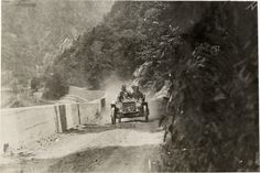 Motorists in Oakland automobile traveling on mountain road adjacent to Delaware Water Gap, 1908 Glidden Tour
