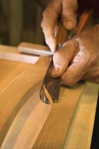 How to Carve Wood Across the Grain thumbnail