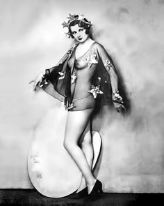 Ziegfeld Follies photographed by Alfred Cheney Johnston Vintage Glamour, Vintage Beauty, Vintage Ladies, Vintage Fashion, Vintage Pictures, Old Pictures, Old Photos, Anos 20s, Belle Epoque