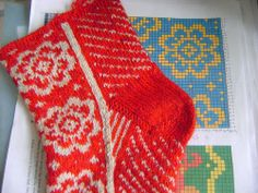 Knitting Socks, Knitting Stitches, Yarn Inspiration, Slipper Boots, Boot Socks, Leg Warmers, My Works, Needlework, Red And White