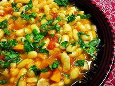 """J'ai pour habitude de préparer la loubia algérienne ou marocaine (sorte de soupe de haricots blancs """"sauce rouge"""") avec ou sans viande dans ma cocotte minute.  Cette fois-ci je me suis laissée tentée par la cuisson en basse température en utilisant mon four à vapeur l'Omnicuiseur Vitalité 6000.  J'avoue que pour une première, j'ai passé mon temps à surveiller la cuisson. La qualité des haricots blancs utilisés y est peut être pour quelque chose car à ma grande surprise le temps de cuisson…"""