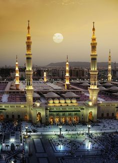 Masjid an-Nabawi (central mosque), Madina, Saudi Arabia Places Around The World, Around The Worlds, Beautiful World, Beautiful Places, Beautiful Sunset, Beautiful Pictures, Architecture Religieuse, Places To Travel, Places To Visit