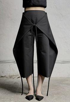 "DZHUS' Nihilism collection is designed for the ""crazy rhythm of modern life"" Wie cool das aussieht! Modern Fashion, Look Fashion, High Fashion, Womens Fashion, Crazy Fashion, Contemporary Fashion, Fashion Pants, Fashion Outfits, Fashion Design Inspiration"
