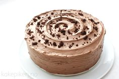 Saftig og Fløyelsmyk Sjokoladekake – Kakepiken. Norwegian Food, Food Cakes, Something Sweet, Let Them Eat Cake, Yummy Drinks, Summer Recipes, Chocolate Cake, Cake Recipes, Sweet Tooth