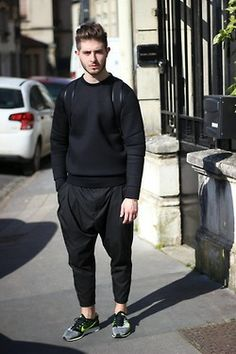 princeinjeans: Outfit Black Again with a Neoprene Sweatshirt Lanoir Pants and Nike Sneakers Flyknit Racer - Nicolas Lauer Fashion Casual, Nike Fashion, Fashion Killa, Mens Fashion, Fashion Menswear, Fashion Shirts, Dark Fashion, Couture Fashion, Urban Chic