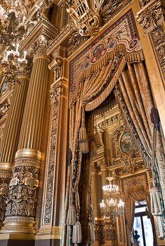 Grand foyer de l'Opéra Garnier.  Paris, France
