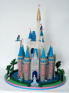 Cinderella's Castle Cake Princess Theme Cake, Disney Princess Party, Princess Cakes, Princess Castle, Cinderella Party, Disney Castle Cake, Disney Cakes, Disney Food, Sweet 16 Birthday