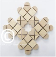 Spielgaben - Schoenheitsform mit Spielgabe 5B nach Froebel - punktsymmetrisches Muster Sun Solar, Alphabet Wallpaper, Form, Gifts, Ideas, Wood Toys, Gaming, Pattern, Favors