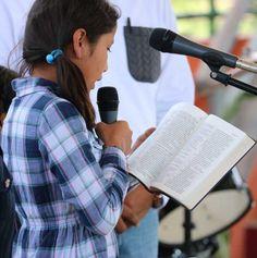 San Marcos reading Scriptures